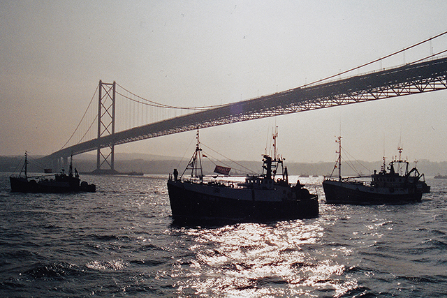 Firth of Forth, boats returning