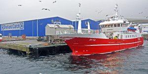 The Norwegian purse-seiner Hepshav landing mackerel to the Pelagia Shetland processing factory at Gremista.