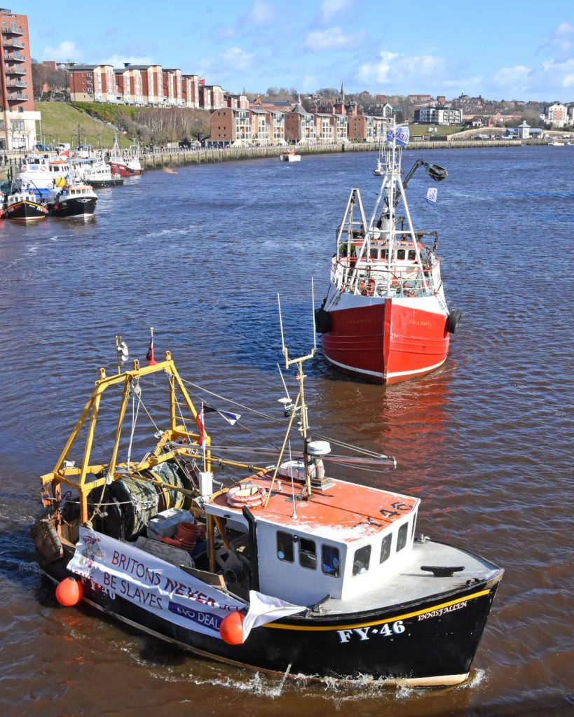 Fishing vessels join Tyneside Brexit protest | Fishing News