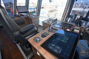 Aft-facing trawl console.