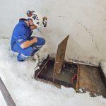 Charles Blyth monitors the bilge compartment under the fishroom floor…