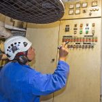 … as Roger Gee starts the bilge pumps from the engineroom to check they empty to the lower sensor.