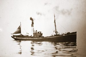 Imperialist, owned by Hellyer's, was one of three Hull trawlers lost off Iceland in the winter of 1907 – the other two were King Edward VII and Venture.