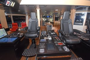 The main controls are positioned on island consoles between three NorSap chairs.