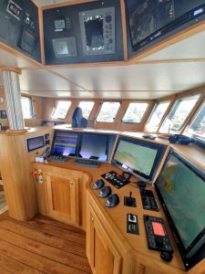 … is grouped together around the helmsman's position.